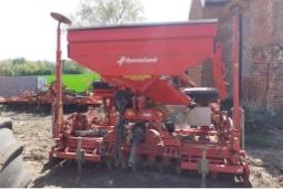 Spreader in a farmers yard